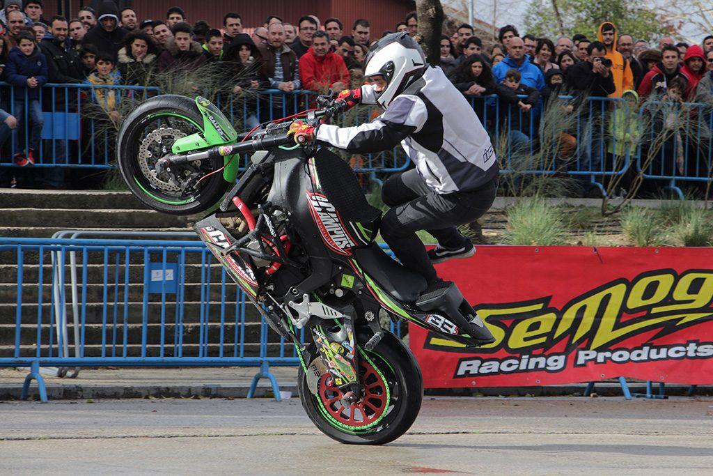 Ángel Vicente Campos stuntman en MotoMadrid